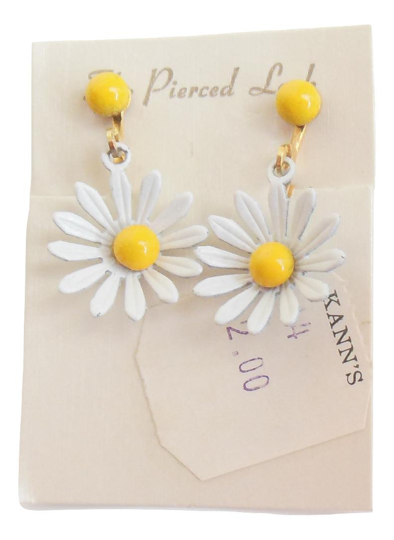 Vintage 1960s Enamel Daisy Screw back Earrings Flower Power Costume Jewelry - $12.95