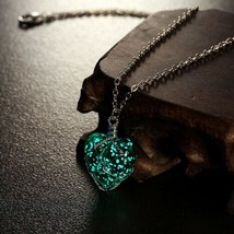 2016 Newest Glowing Necklace Pendant Crystal Heart Glow In the Dark Lumi... - $10.31