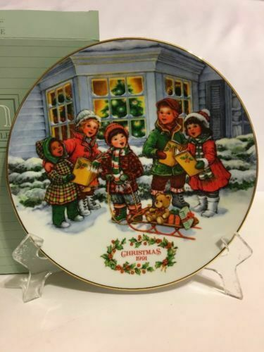 Avon Perfect Harmony 1991 Christmas Plate 2 Santa Tune Bell Ornaments E91415