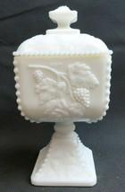 Vintage white milk glass pedestal candy covered dish Westmoreland Americana déco - $39.00