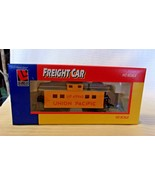HO Scale Life-Like 33' Caboose Union Pacific, Yellow w/ Silver Roof #499... - $14.85
