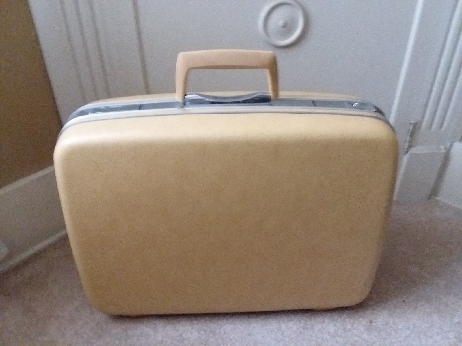 "Primary image for Yellow Samsonite Silhoette Hard Shell Luggage Hardcase Key 15"" Tall x 20"" Wide"