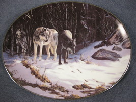 The Trackers Collector Plate Winter Shadows Persis Clayton Weirs Wolves ... - $21.95