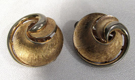 Vintage Crown Trifari Brushed Gold Tone Swirl Clip-on Earrings - $11.87