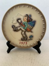 "MJ Hummel Goebel Annual Plate ""Globetrotter"" Hum 266 in Bas Relief 1973 - $15.00"