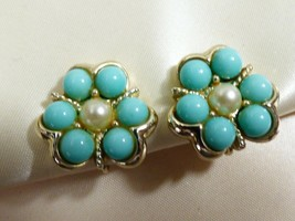 Vintage Sarah Coventry Cov blue color & pearl faux bead flower clip on e... - $17.82