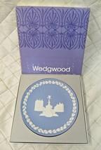 Vintage Wedgwood Jasperware Christmas Plate 1971 Picadilly Circus in Box... - $19.24
