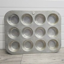 Vintage MIRRO- USA, Aluminum Regular Muffin or Cupcake Pan, Makes 1 Doze... - $9.89