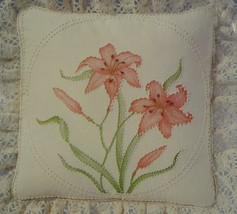 Cathy Needlecraft Day Lily Sealed Candlewicking Pillow Kit 12x12 Vintage - $17.95
