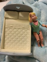 Fisher-Price Loving Family Dollhouse Mom Mother & Full Size Bed 1993 - $16.53