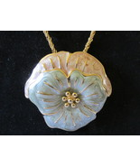 Retro / Vintage Monet Large Enameled Flower Pendant Necklace - $246,25 MXN