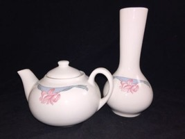 BUFFALO CHINA PINK FLOWER IRIS ORCHID FLORAL BLUE Teapot And Vase - $28.04
