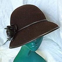*VINTAGE RETRO CLOCHE HAT LIZ CLAIBORNE BROWN  LEATHERETTE TRIM & FLOWER... - $17.51