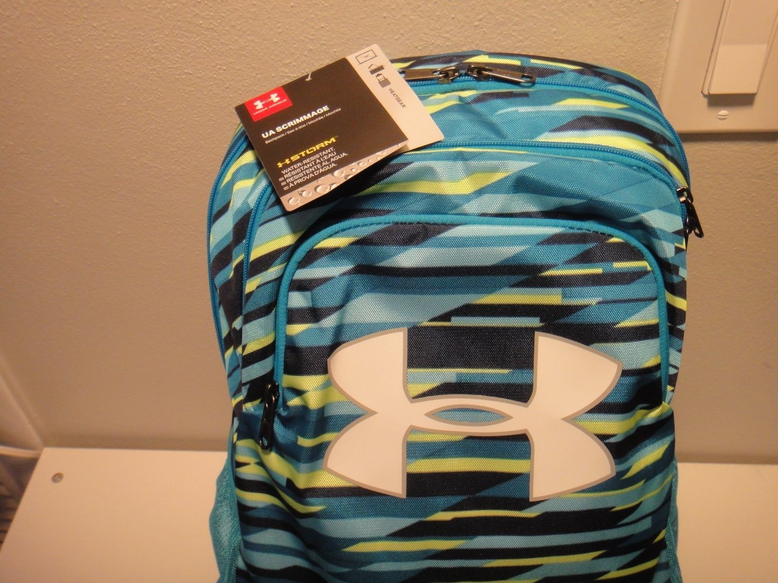ea27b304f38 Under Armour Boy's Scrimmage Strom BackPack Heat Gear Water Resistant Color  Blue