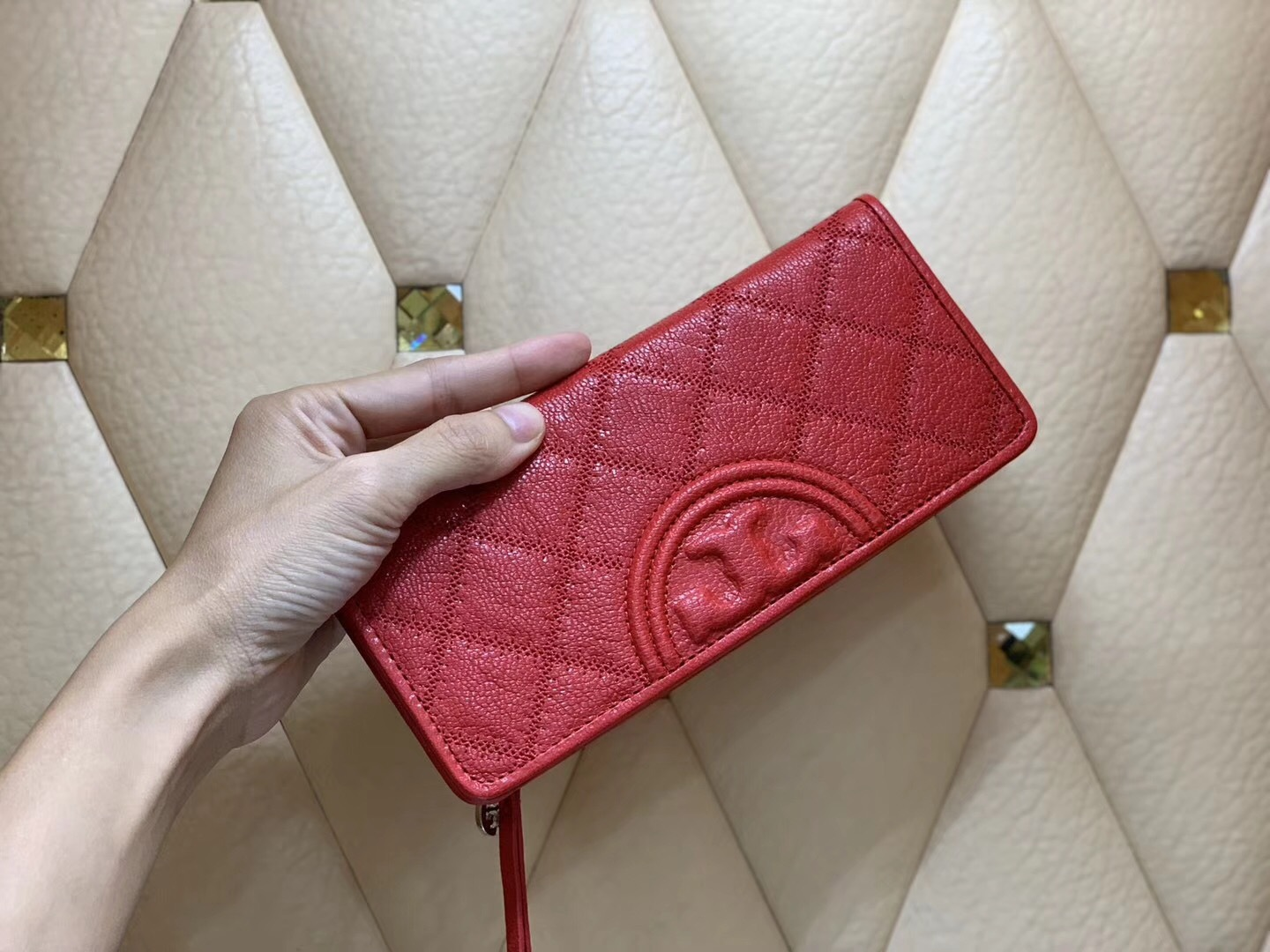 NWT Authentic Tory Burch Fleming Distressed Slim Envelope Wallet Cherry Apple