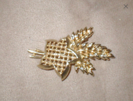 1960's Vintage signed LISNER Brooch Pin - $17.82