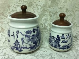 Vintage, Heritage Mint, 2pc Blue Willow 7.5in and 6.5in Canisters w/ Woo... - $118.70