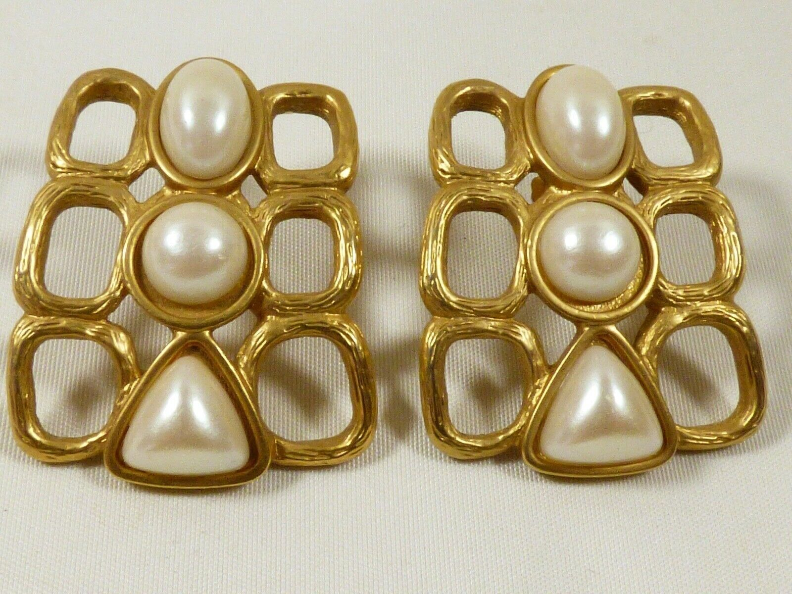 Primary image for VTG AVON Large White pearl faux beads gold tone earrings