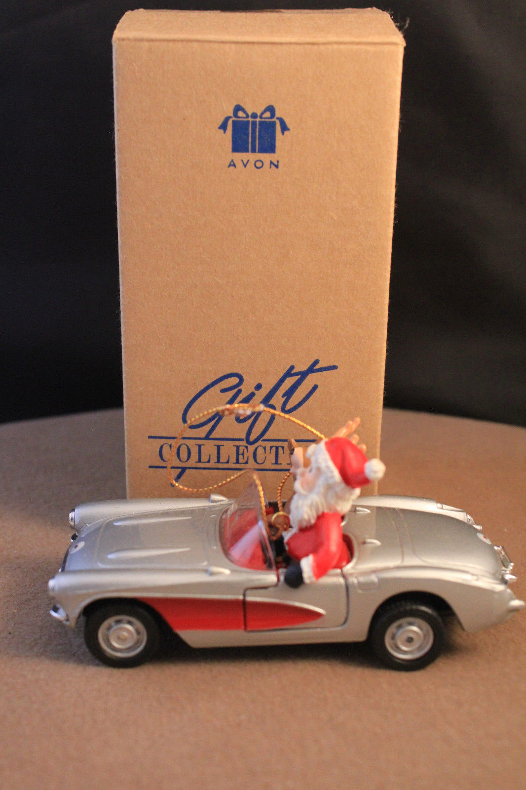 Avon 2001 Gift Collection Maisto Santa in '57 Corvette Christmas Ornament 1/39