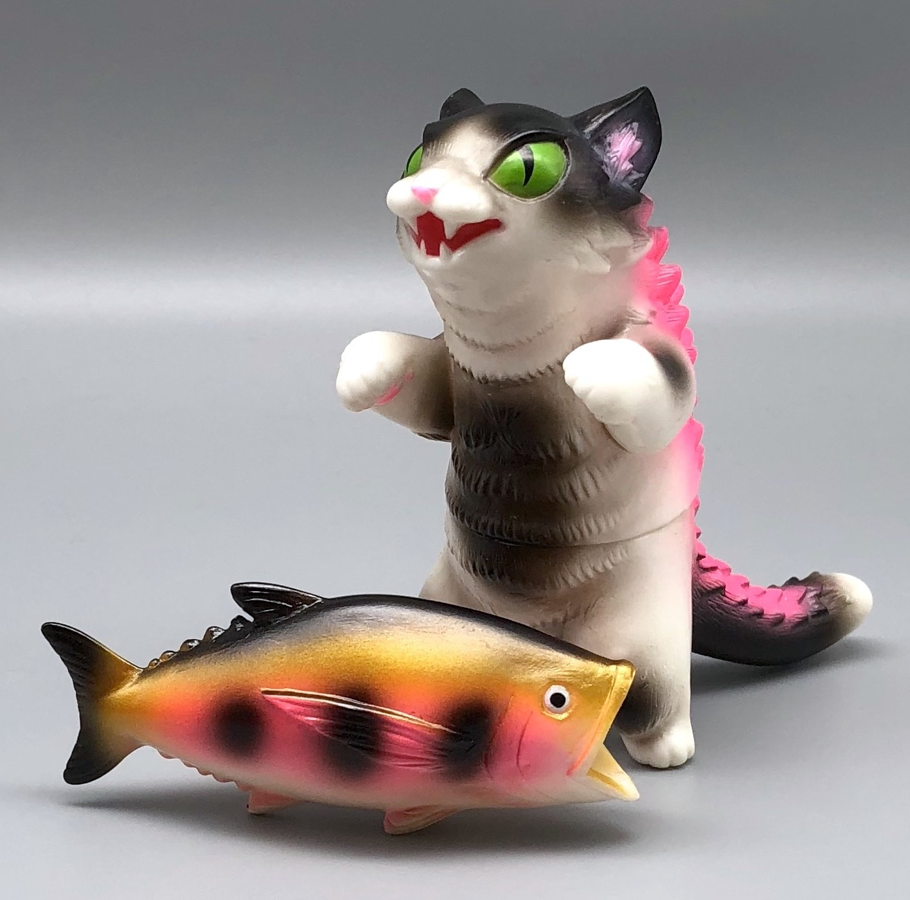 Max Toy Black/White Negora w/ Fish
