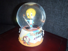Extremely Rare! Looney Tunes Six Flags Tweety Singing Snowglobe Figurine... - $153.00