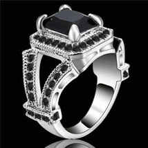 MASCULINE RING   **SIZE 8**    (12085)   WE COMBINE SHIPPING - $4.75