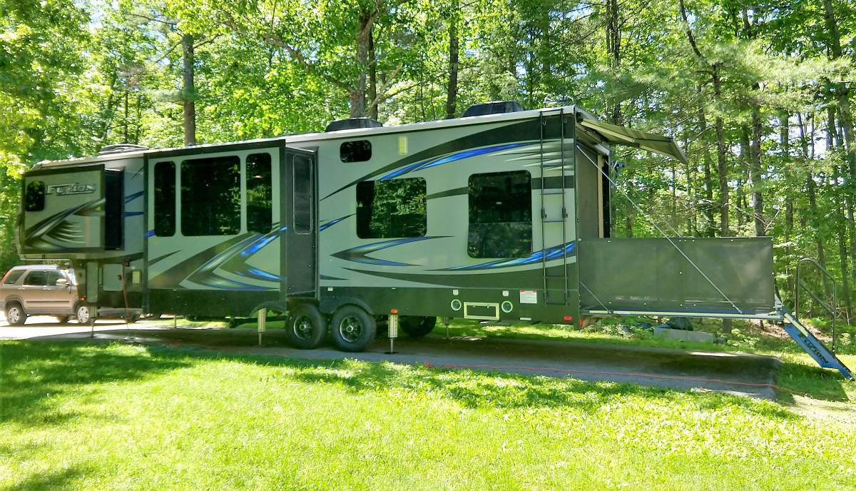 2017 Fuzion 384 - 5th Wheel Toyhauler For Sale In Milford NH, 03055