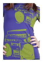 Famous Stars & Straps Mujer Verde Púrpura I'M Only Baile Boombox Camiseta Nwt