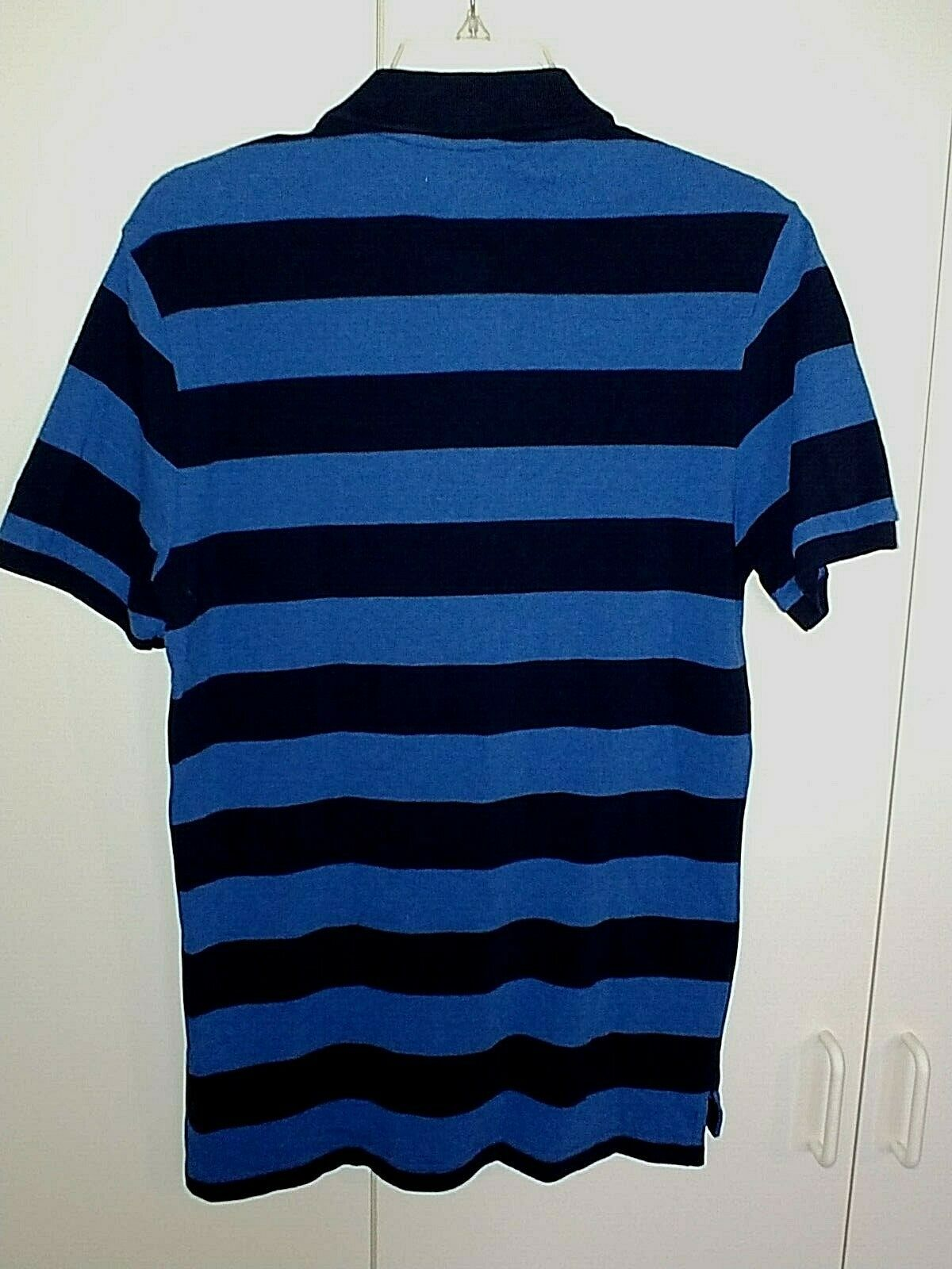 GAP MENS SS BLUE STRIPED 100% COTTON SLIM FIT POLO SHIRT-M-NWD-NECK NAME BLOCKED image 2