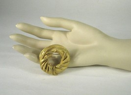 BSK Brooch Gold Tone Circle Design Size 1.75 Inches Ring Wreath Vintage ... - $52.35