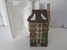 DEPT 56 55573 NEPHEW FRED'S FLAT HERITAGE VILLAGE BLDG NO SLEEVE/NO CORD D9 - $14.95