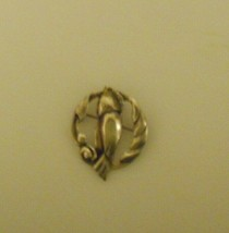"""Sterling Silver Perched Parrot Figure Wreath Pin Brooch 1 3/4""""x 1 3/8"""" - $18.54"""