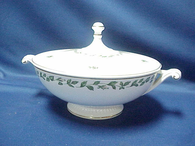 Superior HALL Quality Dinnerware CAMEO ROSE  Handled Casserole Dish w Cover Lid - $133.65