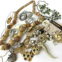 Vtg Costume Jewelry Lot Boho MOD Mixed Materials 20+ pcs metal green gol... - $29.69