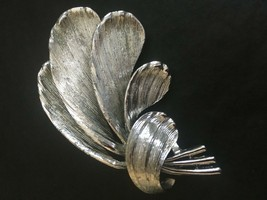 Signed LISNER Vintage Silver Tone Textured Feather Leaf Mid Century Brooch Pin - $14.99