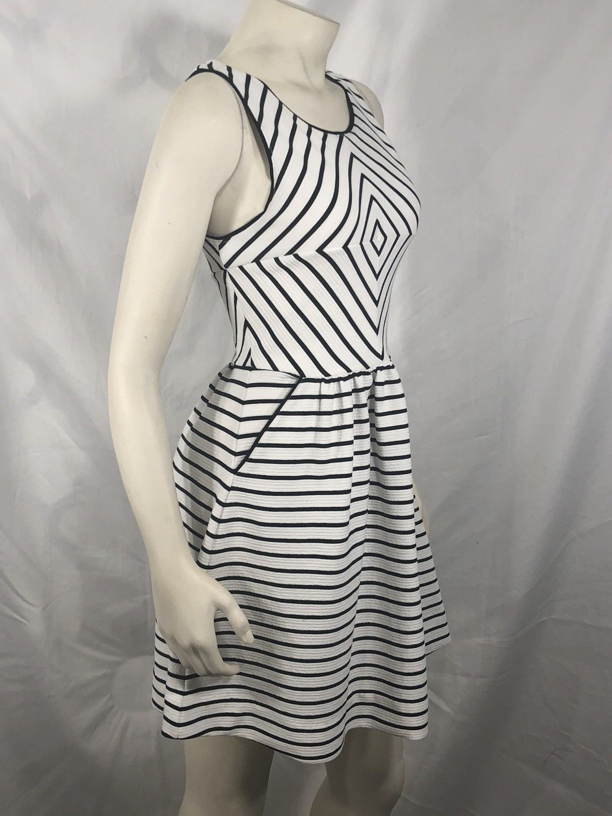 Maeve Dress Anthropologie 4 (S) White Black Stripe A Line Fit Flare Sleevless