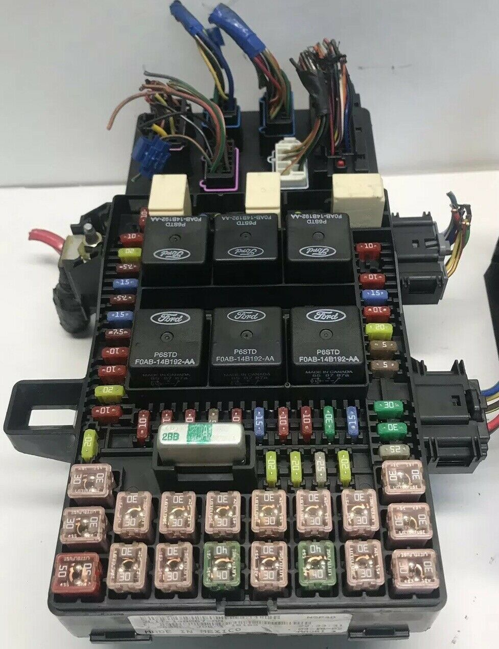 2003 2004 Ford Expedition    Navigator Fuse Box Power Relay