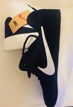 Nike Unisex Runing Sneaker. Size 9.5 - $68.31