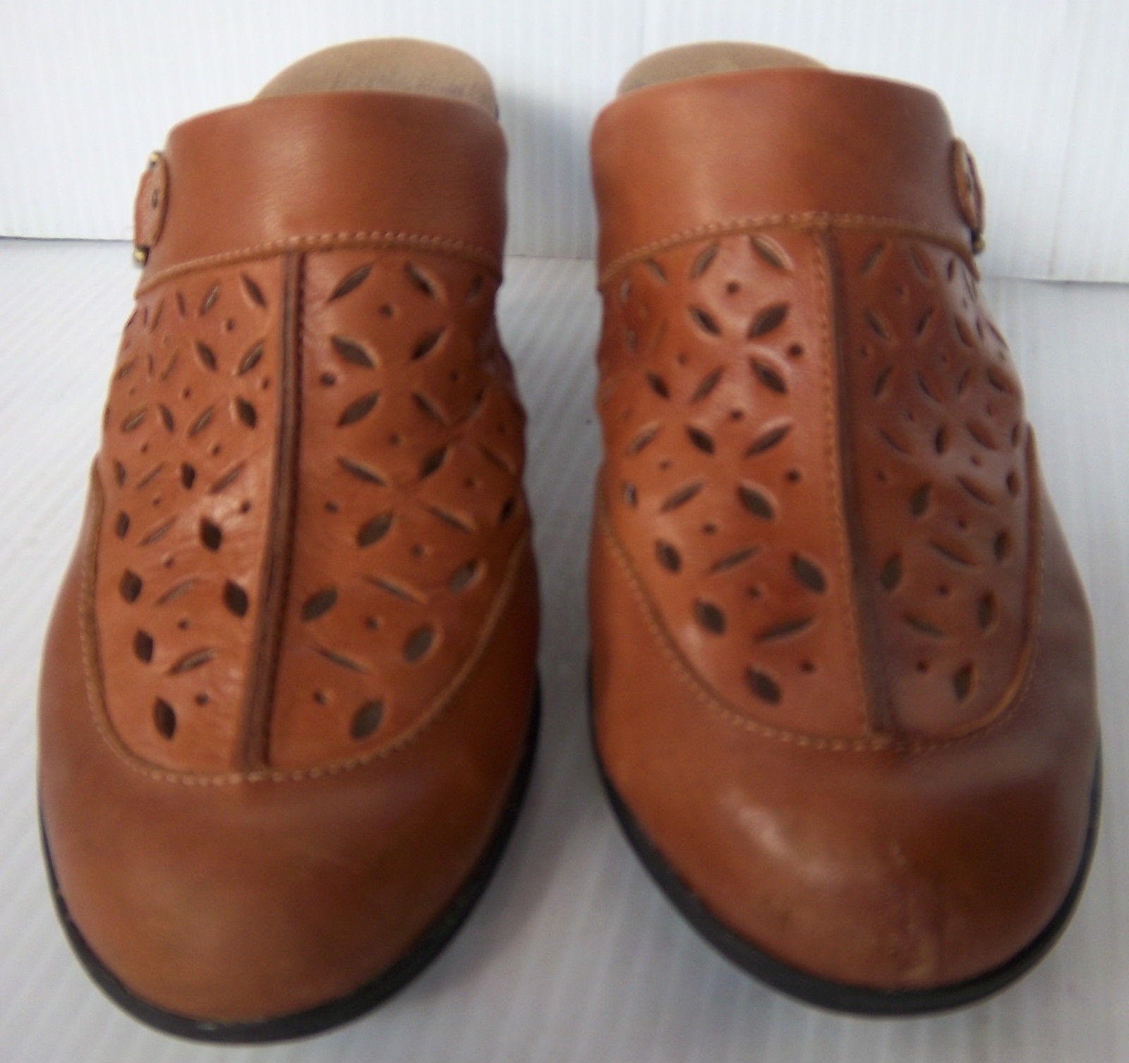 160e12ee656 S l1600. S l1600. Previous. Women s Clarks Bendables  85674 Brown Leather  Slip On Mules Shoes -- Size ...