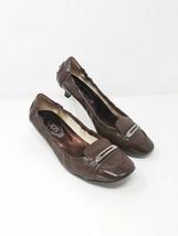 Tod's women 38/7.5 brown patent leather kitten heel pumps - $79.20