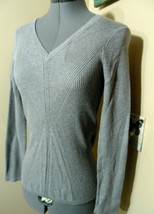 DNKY JEANS Sweater Top L Gray V-neck ribbed pattern Stretch knit Dressy ... - $9.89