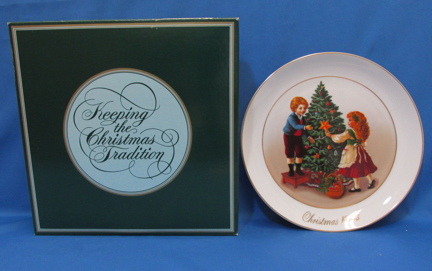 Vintage 1982 Collectors Plate Avon Christmas Memories Keeping The Tradition 22K image 2