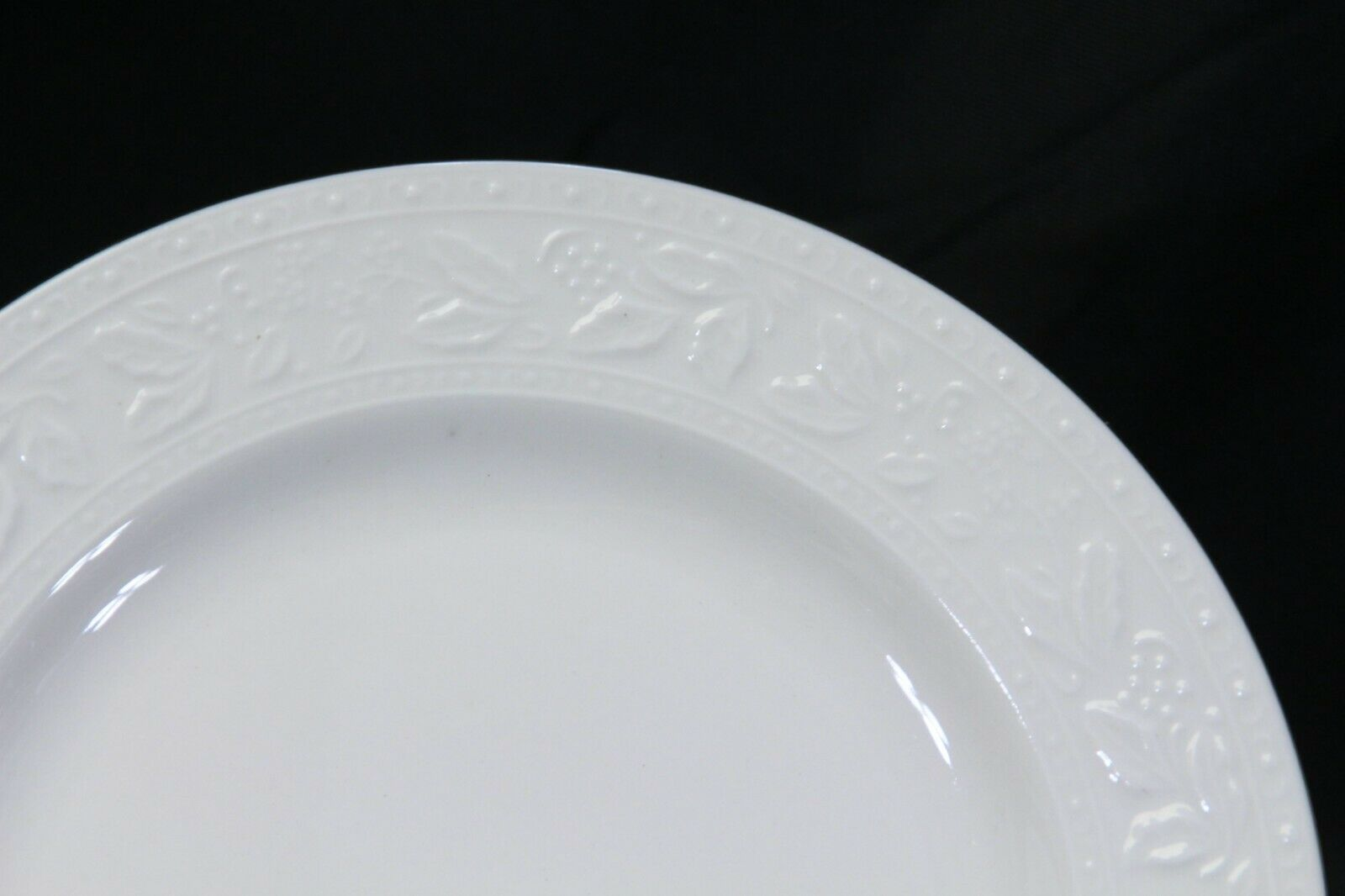 """Libbey White Embossed Holly Salad Plates 8"""" Xmas Gold Trim Lot of 8 image 4"""