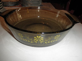 VINTAGE   SMOKED BROWN GLASS YELLOW DAISY DESIGN OPEN CASSEROLE 91/4 wid... - $20.74