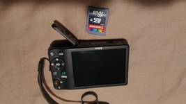 Nikon CoolPIX L32 20.1mp ccd/5x zoom digital camera + 16gig SD CARD - $60.00