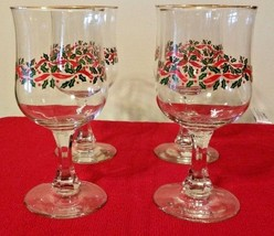 Vintage Footed Wine Glasses / Goblets Christmas Holly Theme Gold Trim Se... - $20.30