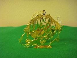 Danbury Mint Gold-Plated 1990 Filigree Santa Flying By Rooftops Ornament - $18.99
