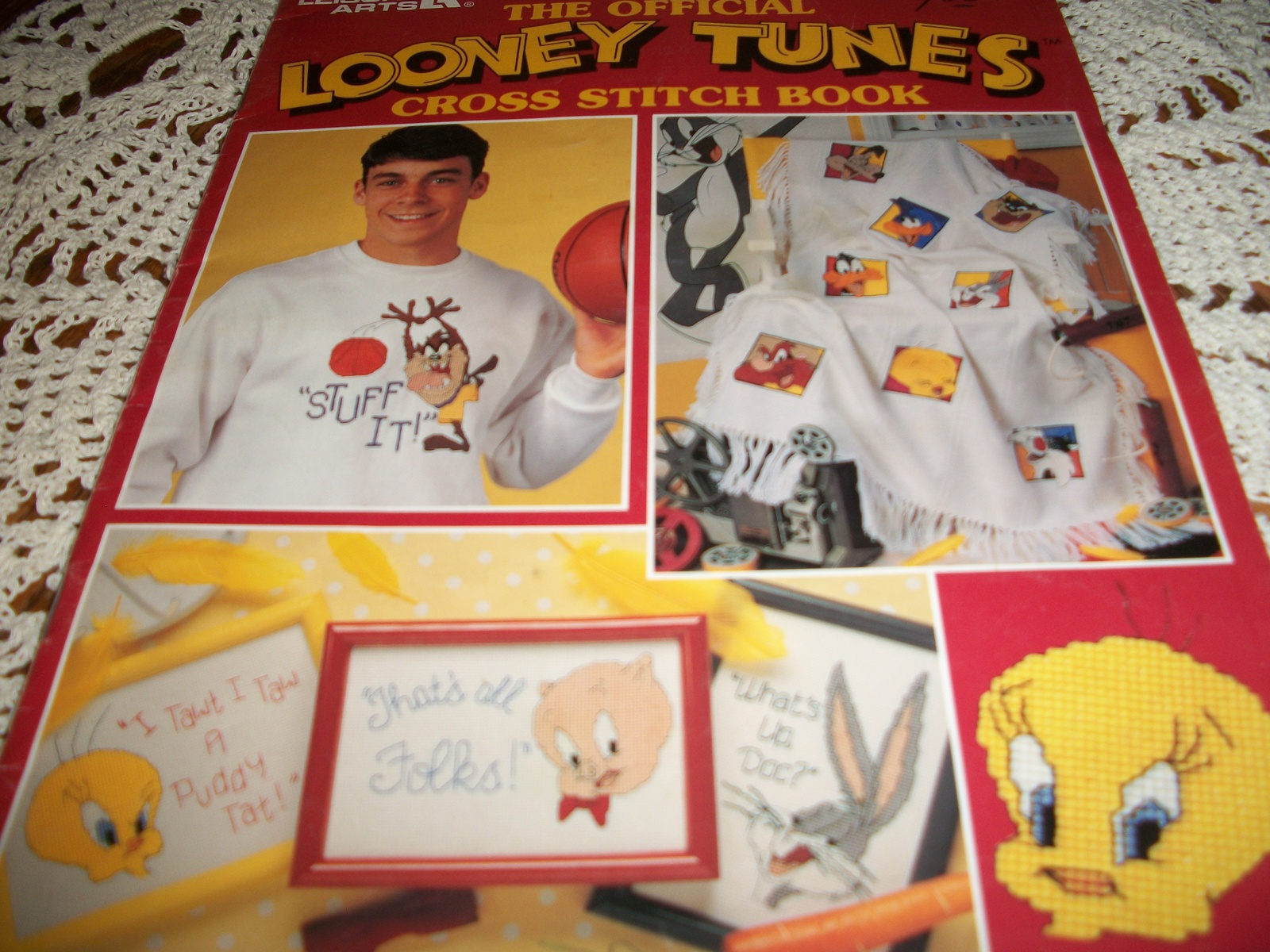 Primary image for The Official Looney Tunes Cross Stitch Book Leaflet 2723