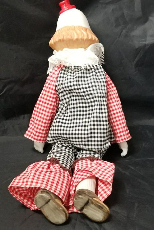Porcelain Clown Figurine: 18