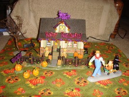 Dept 56 Halloween 1031 Trick-Or-Treat Drive Halloween Village - £65.09 GBP